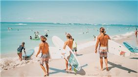 Surfers In Residence - Outrigger Waikiki Beach Resort